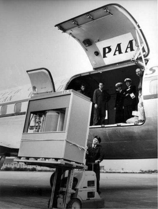 12-Rare-History-Photos-Pan-Am-Airlines1