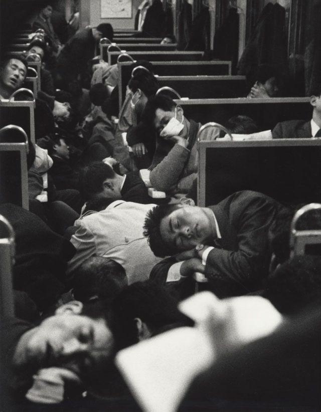 43-Rare-History-Photos-Japan-Morning-Train1